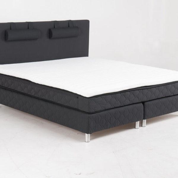 Budget kontinentalseng - 160x200 m. sengegavl, inkl. topmadras 92 cm.